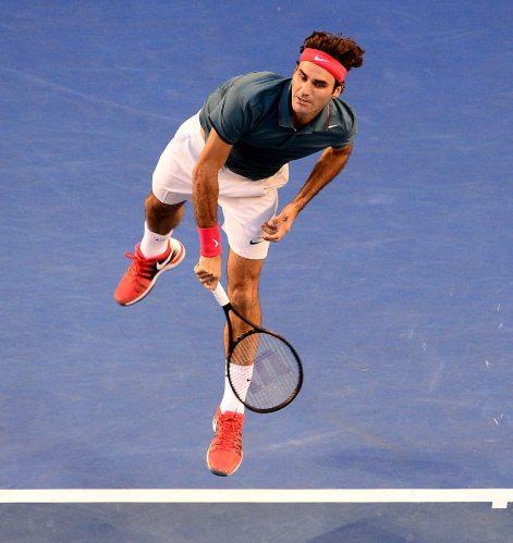 Roger Federer beats Tsonga and Murray to earn semi place