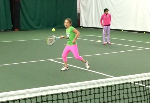 Chloe plays an open stance forehand!