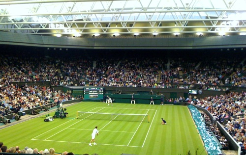 Murray serving on Centre Court
